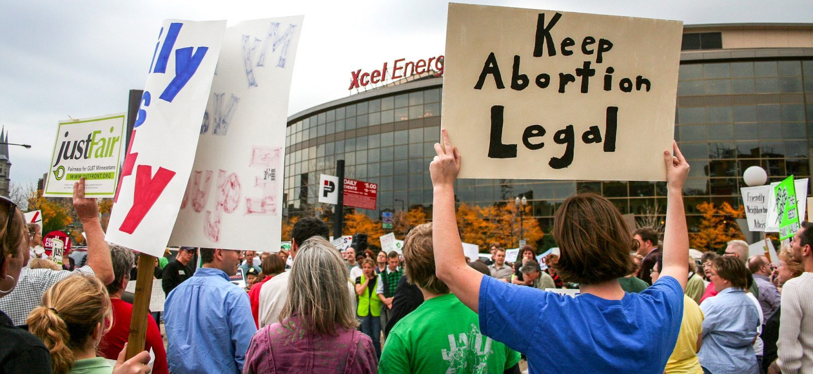 Americans protesting abortion bill