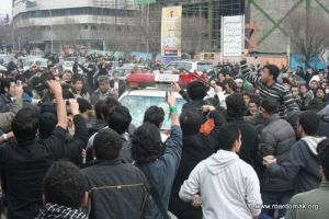 Iran: Power slipping to streets