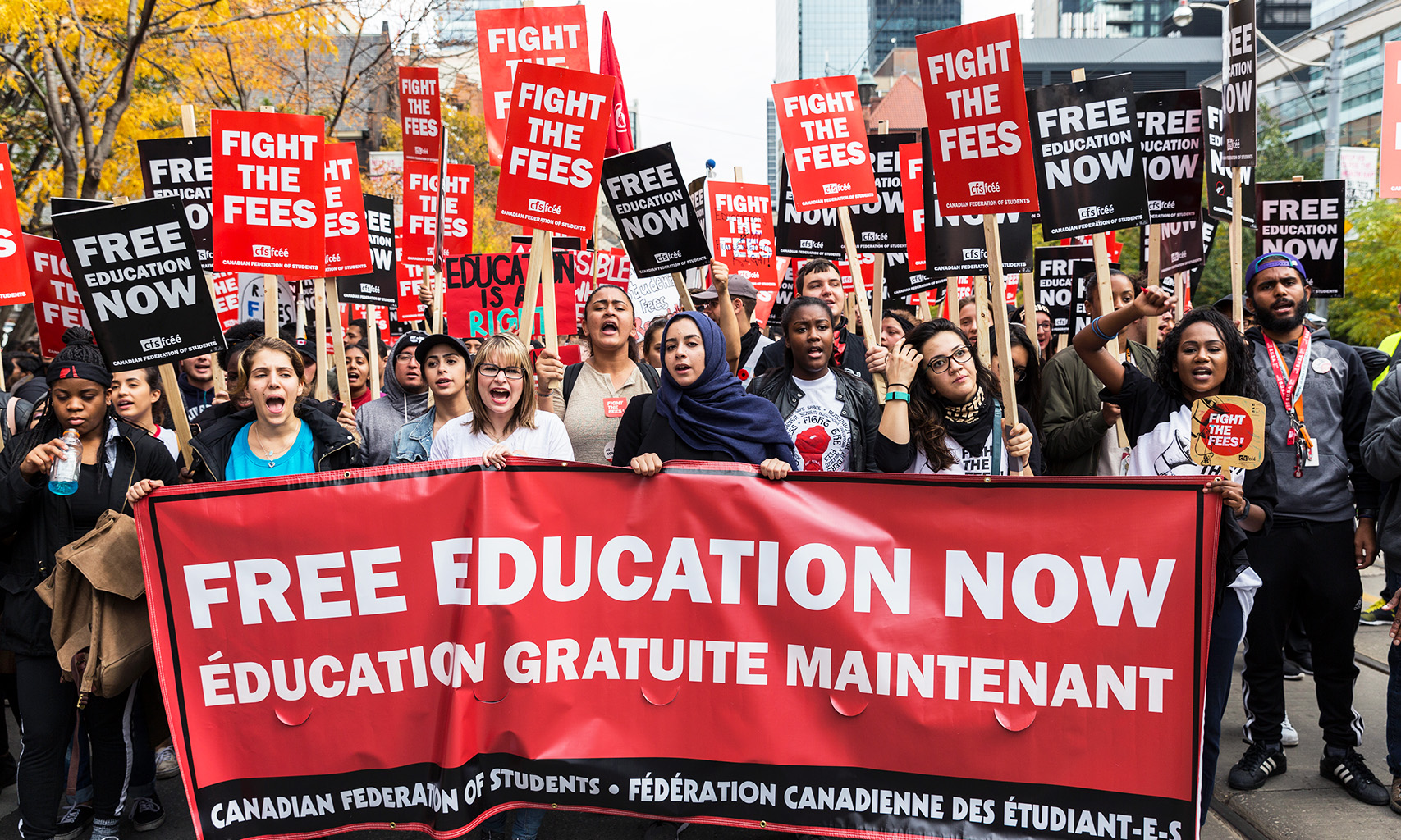 Canadian Federation of Students marching for their 'Fight the Fees' campaign. (Image:Ryersonian/Hongen Nar)