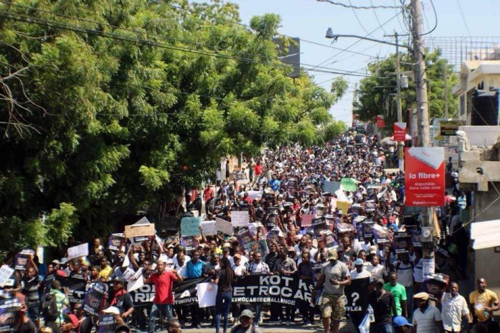 Not only has the Haitian ruling class flagrantly stolen PetroCaribe funds intended for social development to benefit the poor, the people are expected to pay for it / Image: Jean Nehemy Pierre