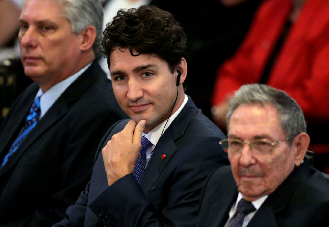 trudeau and raul castro.jpg.size.custom.crop.1086x748