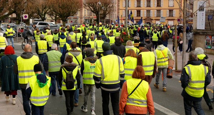 The yellow vests have proven that Macron is much weaker than he claimed. The development of a campaign of rolling strikes would deliver a coup de grace to his government / Image: Eigenes Werk